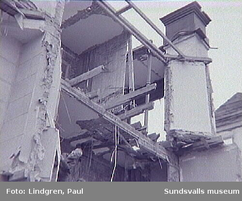 Bergsgatan 35. Rivningsbilder från bostadshus uppfört på 1900-talets början av A. F. Widerström, tillskärare och konfektionär hos Frans Pettersson AB.