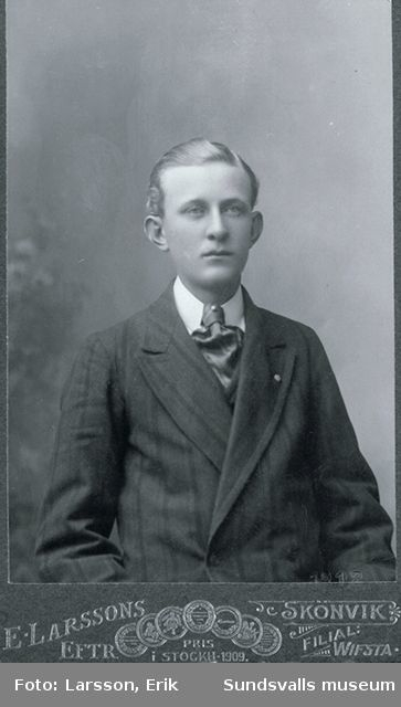 Porträtt av Olof Sällgren, Skönvik, son till sågverksarbetaren med samma namn. Olof är här 23 år gammal.
