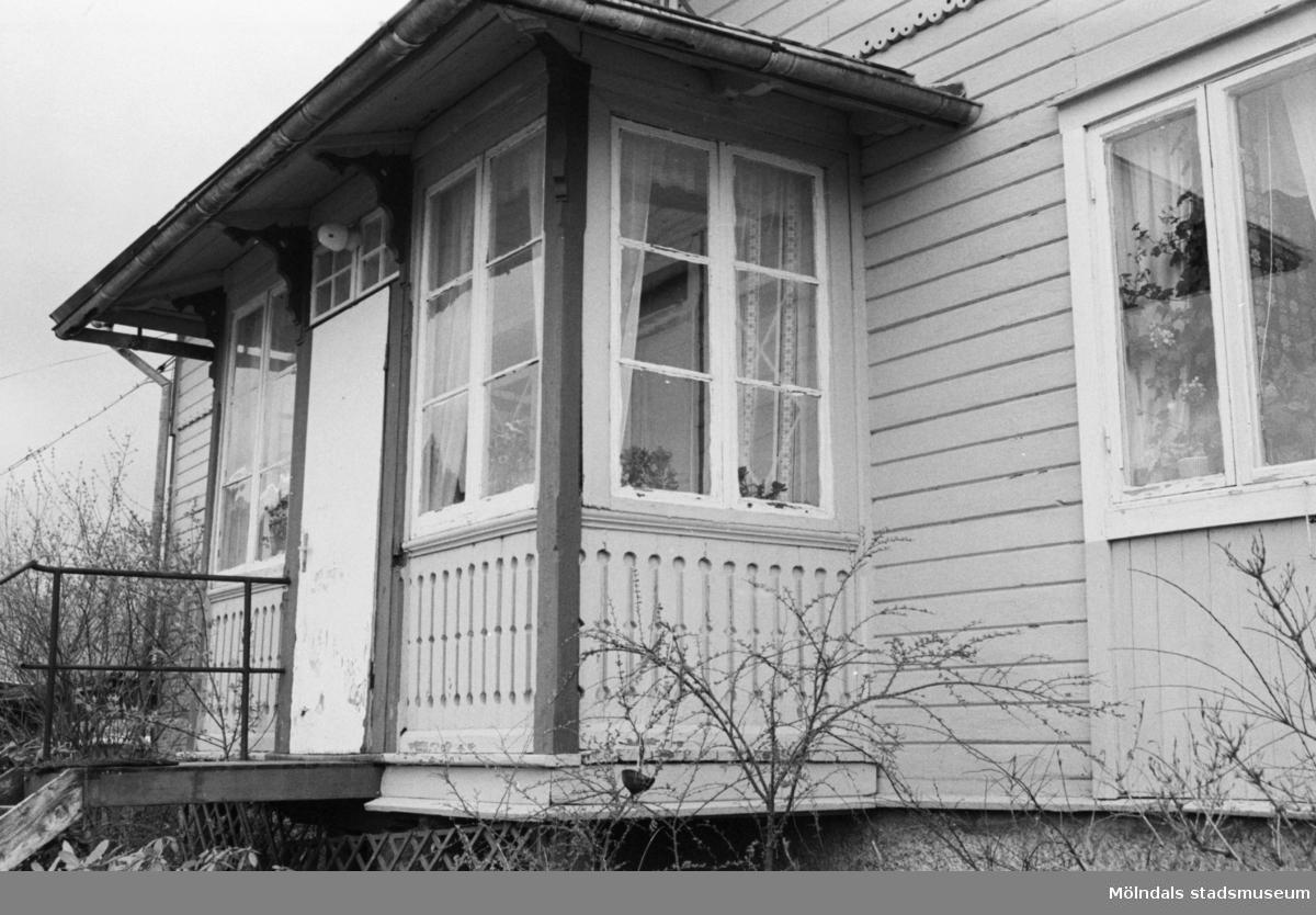 Kongegården Johannesfred i juni 1987. Huset byggt ca 1870. Inköpt av släkten (Ingrid Karlssons?) 1900. Fogdegård i mitten av 1600-talet. Byggnadslov/rivningsansökan.