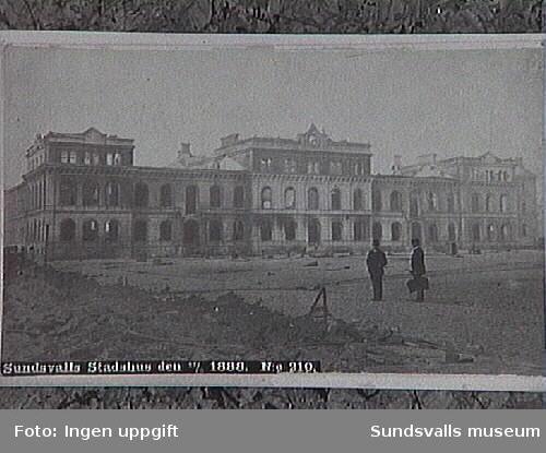 Stadshuset två dagar efter branden 1888.