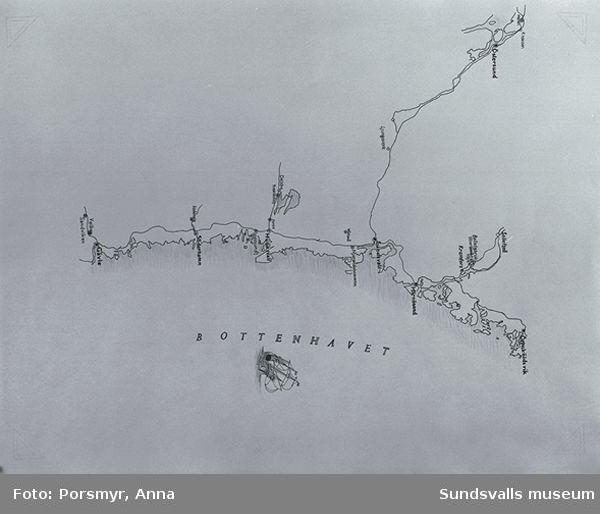 """Teckningar av Kjell-Åke Hermansson, Sundsvall, till utställningen """"Att tillverka papper av lump - om handpappersbruken i Norrland"""", baserad på Ulrika Hådéns forskning."""