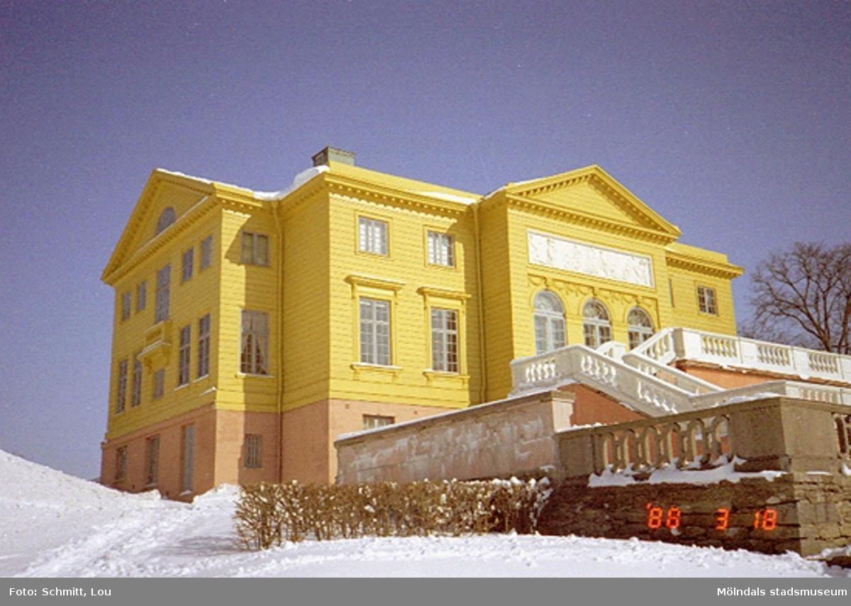 Snö vid Gunnebo slott.