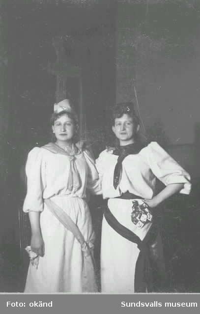 """Thyra och Hulda Wessblad. """"Bazar å Stadshussalongen""""."""
