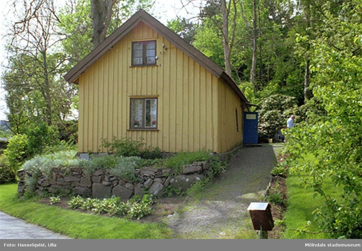 Fastighetsbeteckningen är Annestorp 1:185 och adressen är Sagbrovägen 61, Lindome, 1998-05-29.