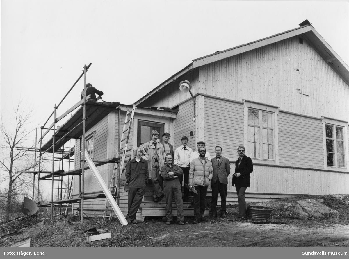Thors lokal på Alnö. Besiktning av tjänstemän inom kommunens byggnadsvård. Fr v övre raden: Bengt Häger, Egon Rick, Bengt Bygdén, J B Schnell samt Torkel Boberg.