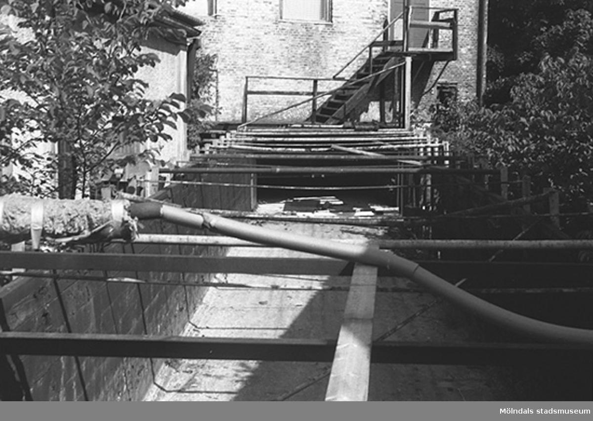 Byggande av vattenväg vid Carlsfors fabriker (Spinneriet). Hösten 1994.