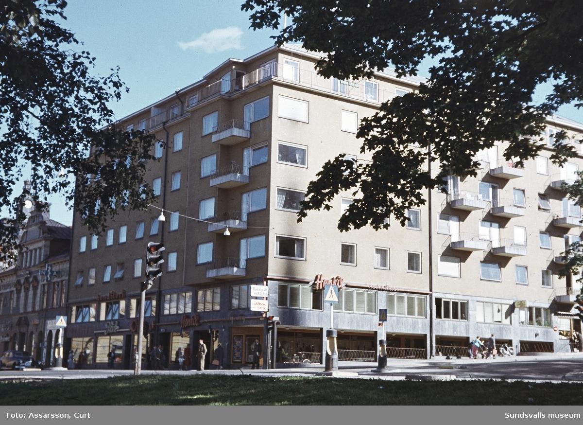 Affärs och bostadshus vid Storgatan - Skolhusallén.