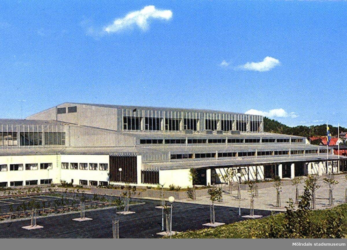 """Ett vykort på idrottshuset i Mölndal.Bak på kortet står anteckningen: """"26/6-67   1.000"""""""
