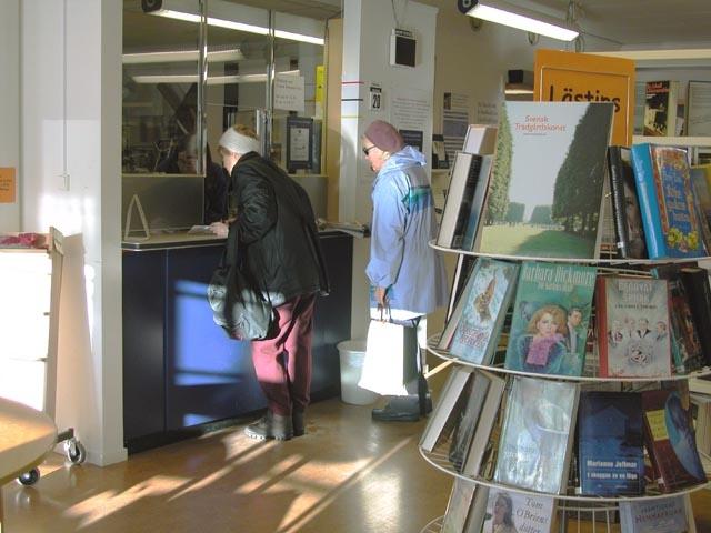 I Garpenberg finns Svensk Kassaservice på biblioteket.