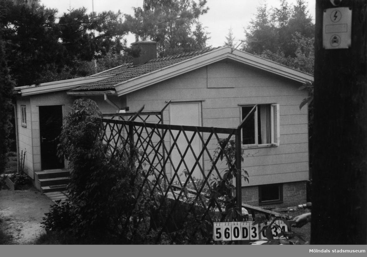 Byggnadsinventering i Lindome 1968. Fagered 2:18. Hus nr: 560D3034. Benämning: fritidshus. Kvalitet: god. Material: eternit. Tillfartsväg: framkomlig. Renhållning: soptömning.
