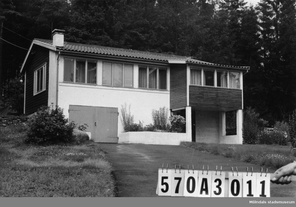 Byggnadsinventering i Lindome 1968. Annestorp 2:66. Hus nr: 570A3011. Benämning: permanent bostad. Kvalitet: mycket god. Material: sten, puts, trä. Övrigt: riktigt fint. Tillfartsväg: framkomlig. Renhållning: soptömning.