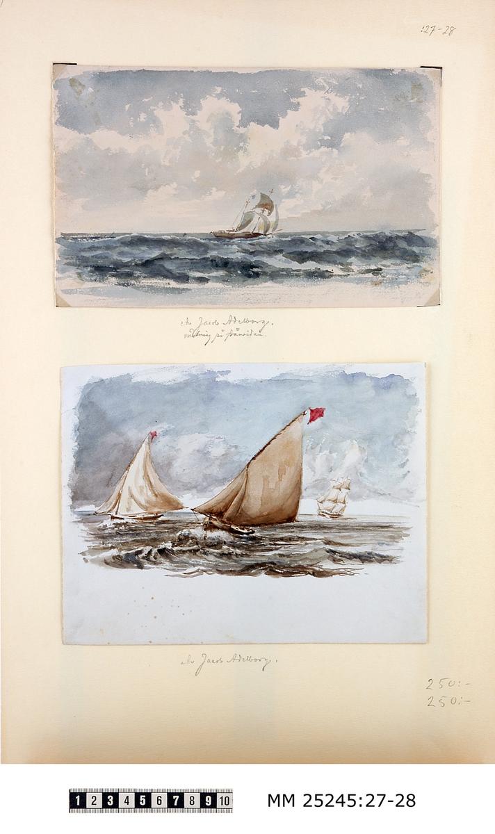 """Akvarellmålning med två segelbåtar. Röd flagga i toppen på dess bägge segel. I bakgrunden till höger syns även ett skepp med segel. Bilden är monterad på vitt papper tillsammans med MM 25245:27. Blyertsanteckning under bilden på detta papper: """"Av Jacob Adelborg."""""""