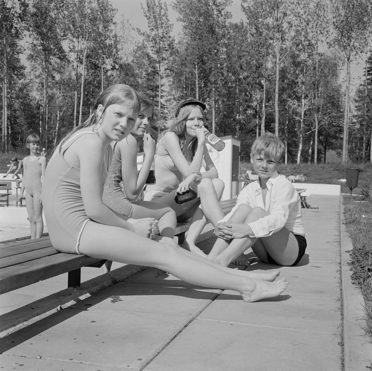 Badpremiär på Aspenbadet, Tierp, Uppland, juni 1968