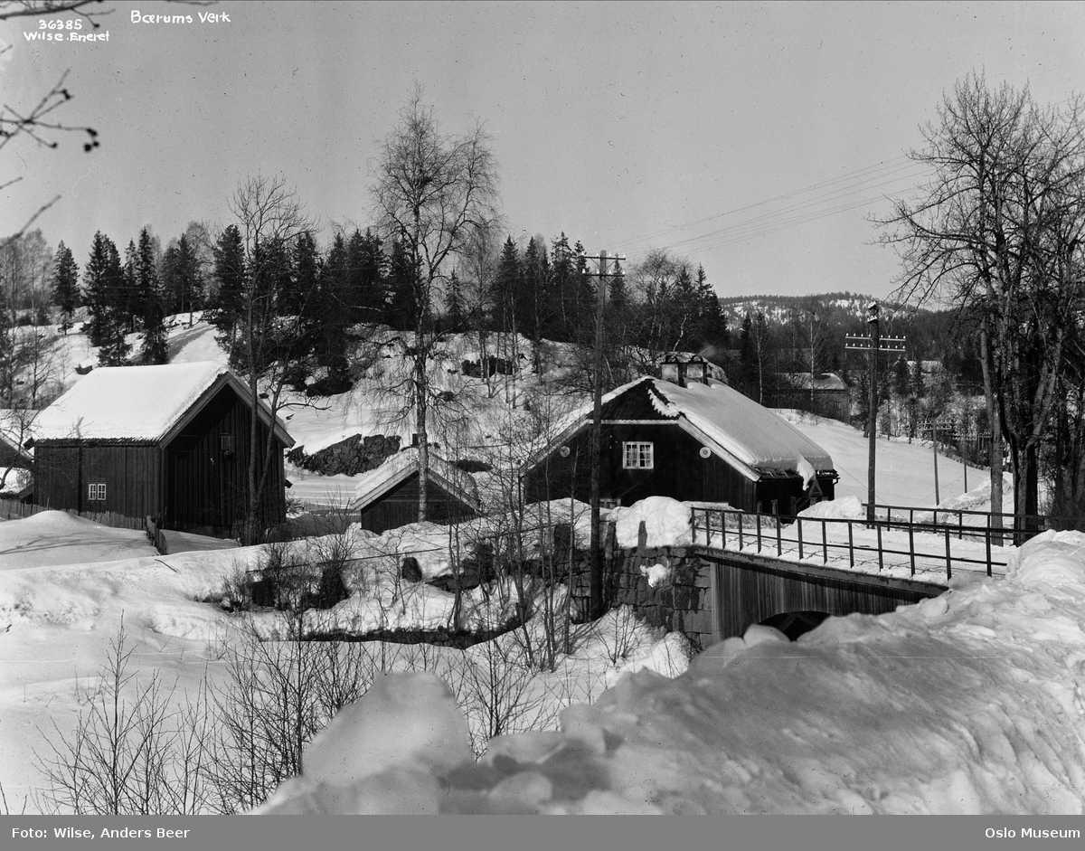 Børums Verk, trehusbebyggelse, bro, snø, telegrafstolper