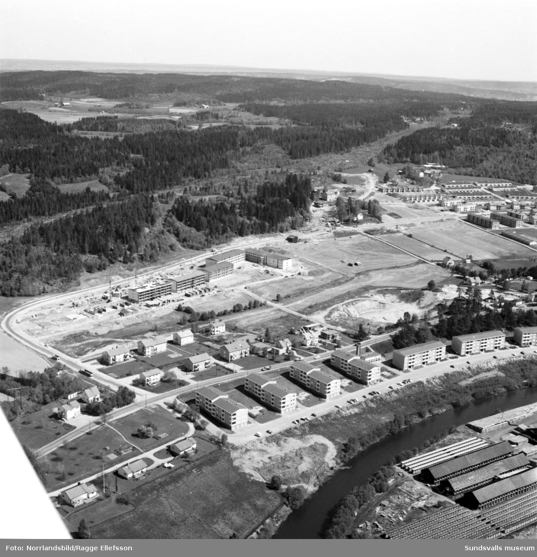 Flygfoton över det framväxande bostadsområdet vid Vikingavägen i Granlo.