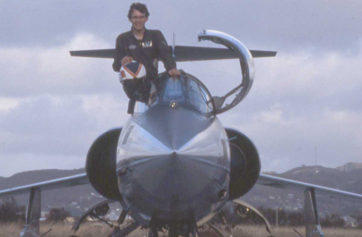 Norsk fly av typen F-104G Starfighter med en person i cockpit'en.