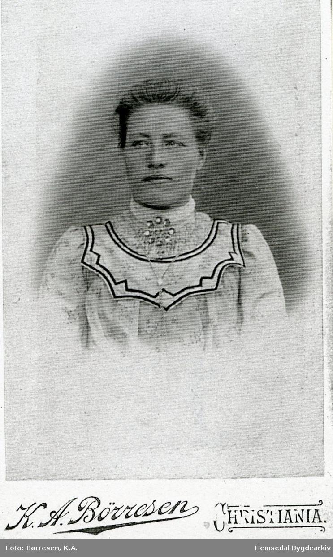 Ingebjørg Engene, fødd Øvre Løken (Løkji,dialekt)
