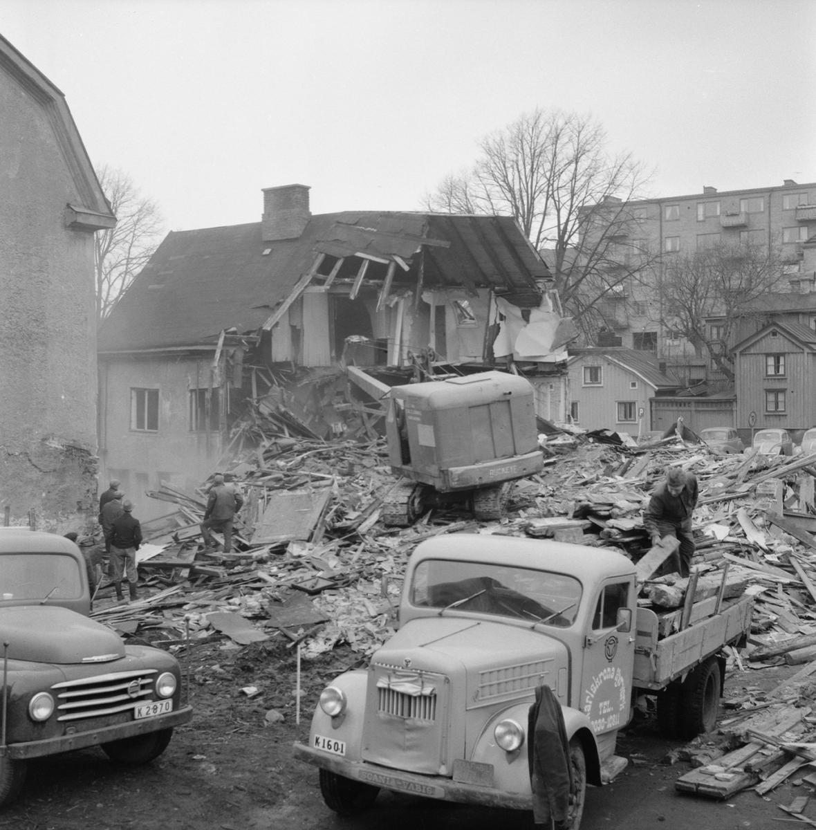 Övrigt: Fotodatum:4/1 1962. Närmast identisk bild: V23711, ej skannad. Rivning kv. Pollux amiralitetsgatan 25 Byggnader och Kranar