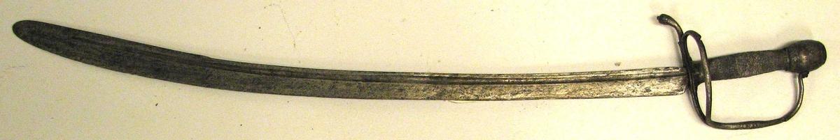 Form: Krum, einegga sabel. Langs ryggen (23) 15: på begge sider går ein hulkil, der det i eine sida er innstempla ¯N¯N¯N¯N¯N¯N¯. (noko lignande..) Kjøpt på ein gard på Kaupangerskogen. Våpen - jakt - skyting (tidsskrift) Norsk Våpenhistorisk selskap MTM