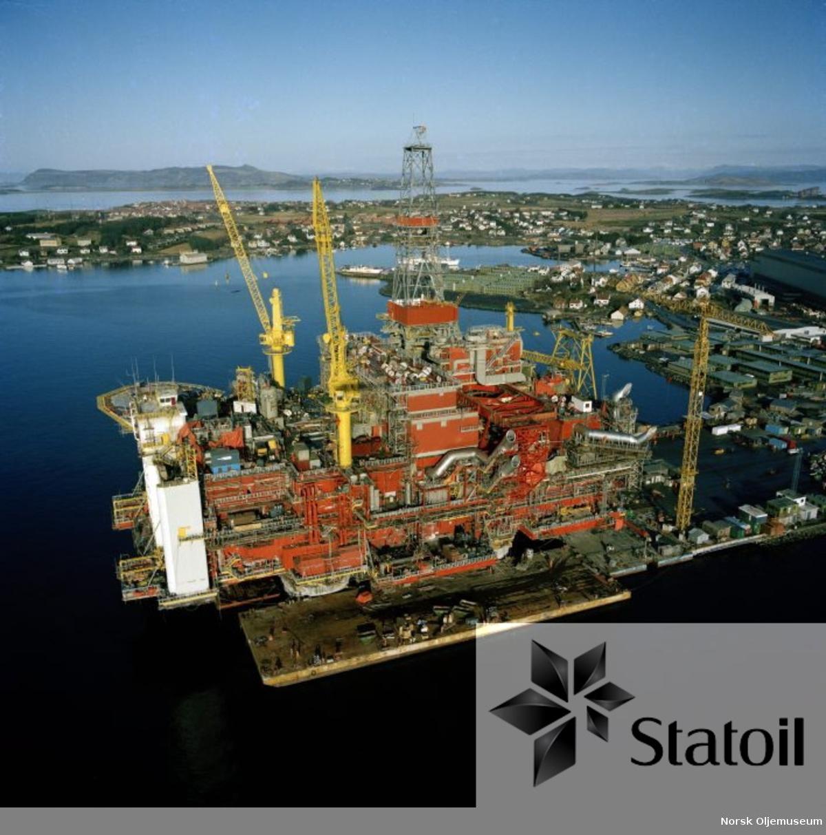 Det er store dimensjoner over ståldekket til Statfjord B, som bygges ved Moss Rosenberg Verft i Stavanger.