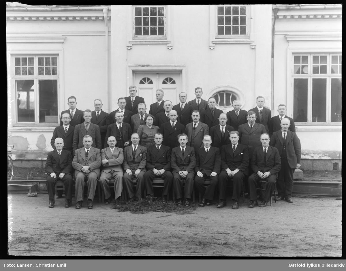 Tune  herredstyre 1945. tretti menn og ei kvinne! Ukjente personer.