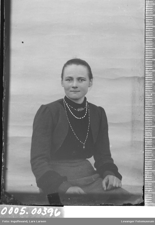 Portrett av kvinne,