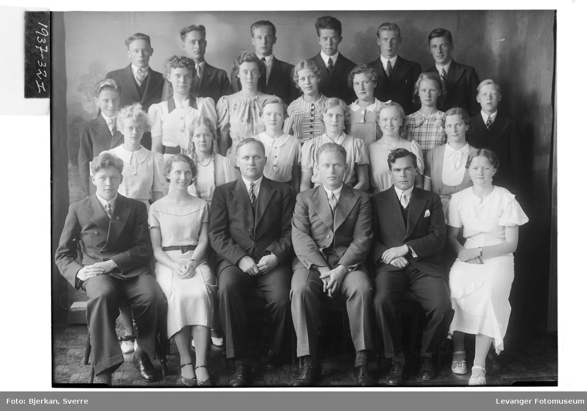 Levanger Middelskoles avgangsklasse i 1937