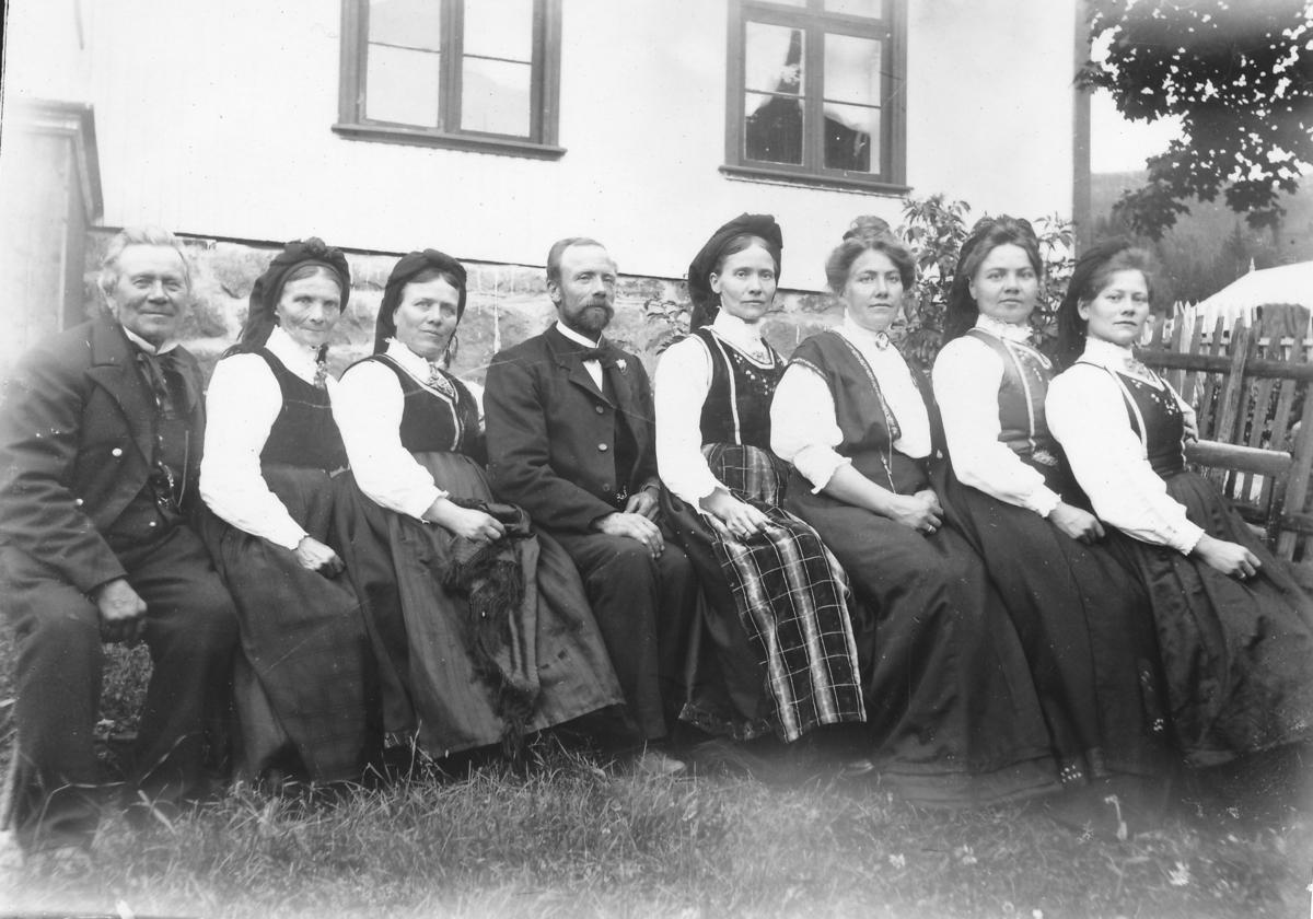 Talleiv Væting med familie i tunet