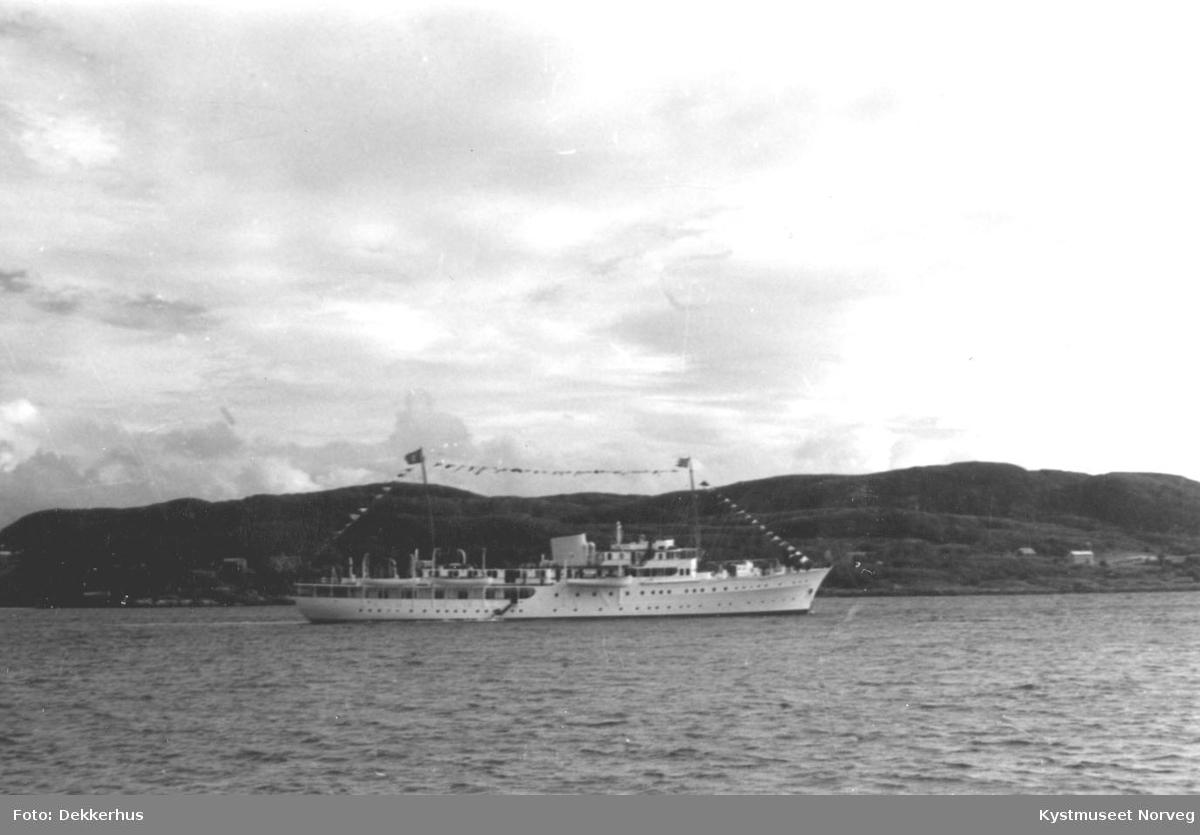 """Rørvik, signingsferd 1959 """"Kongenskipet"""" Norge i Nærøysundet"""