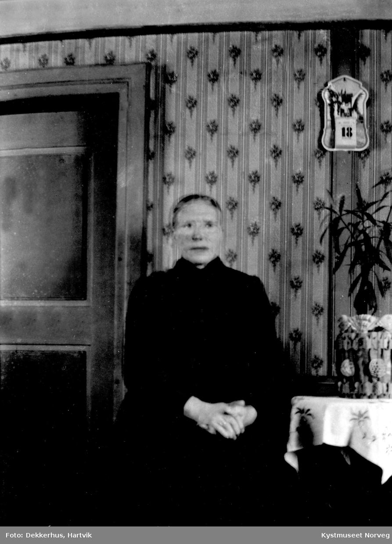 Pauline Dekkerhus i finstua