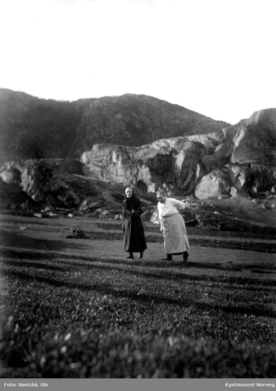 Julie Fossenget og Johanna Fredeikmo