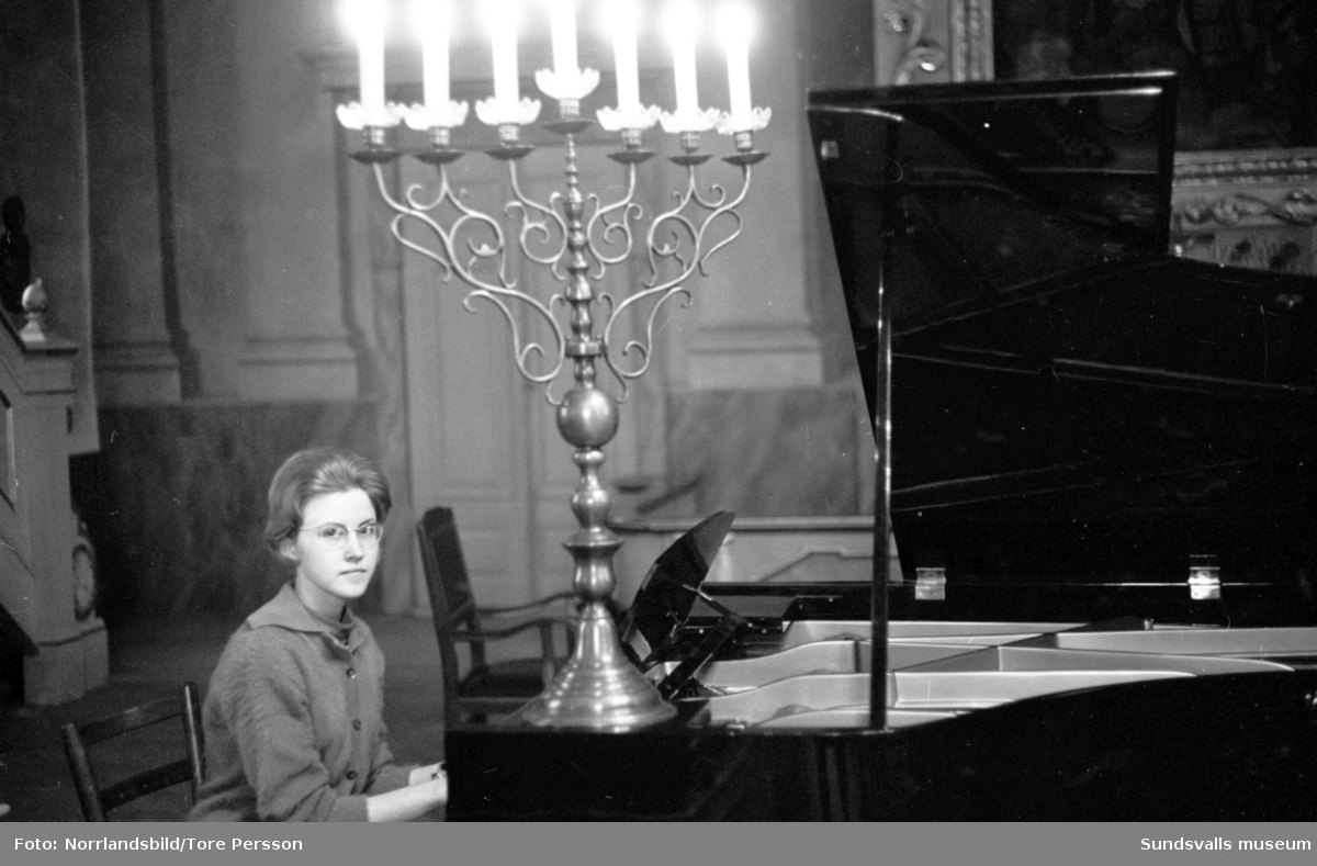 Pianisten Siv Johansson, 16 år, från Timrå. Blivande hovsångerskan Siv Vennberg.