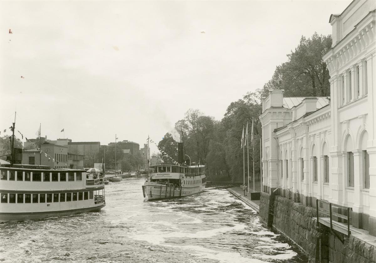 Ångfartyget Mariefred på jubileumsresa till Uppsalas 700-årsjubileum den 22 maj år 1986.