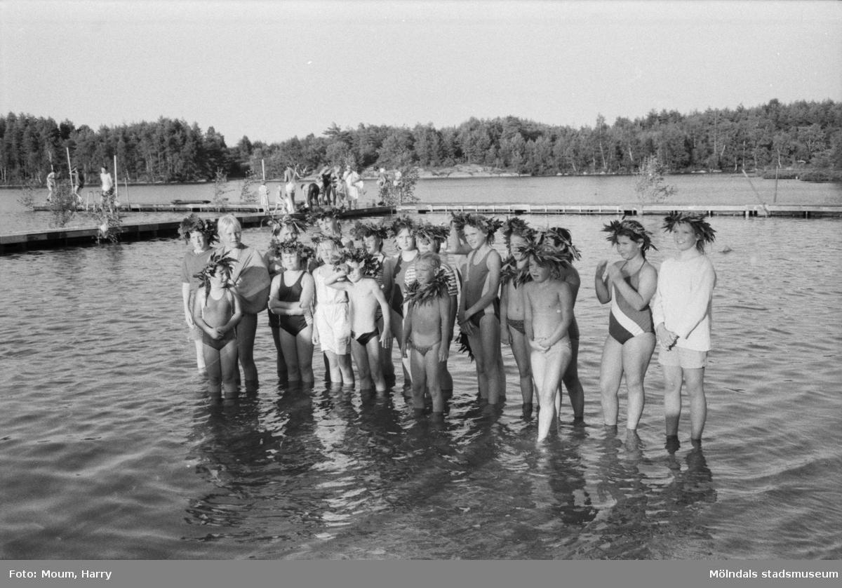 """Simpromotion vid Barnsjön i Lindome, år 1984. """"Det blev en trevlig promotion vid Barnsjön.""""  För mer information om bilden se under tilläggsinformation."""