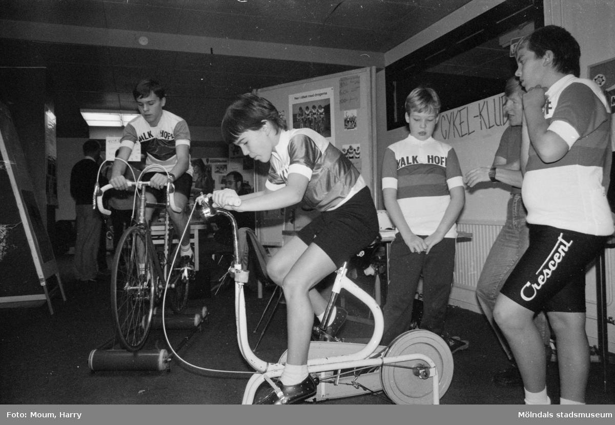 Föreningarnas dag i Kållered, år 1984. Mölndals Cykelklubb.  För mer information om bilden se under tilläggsinformation.