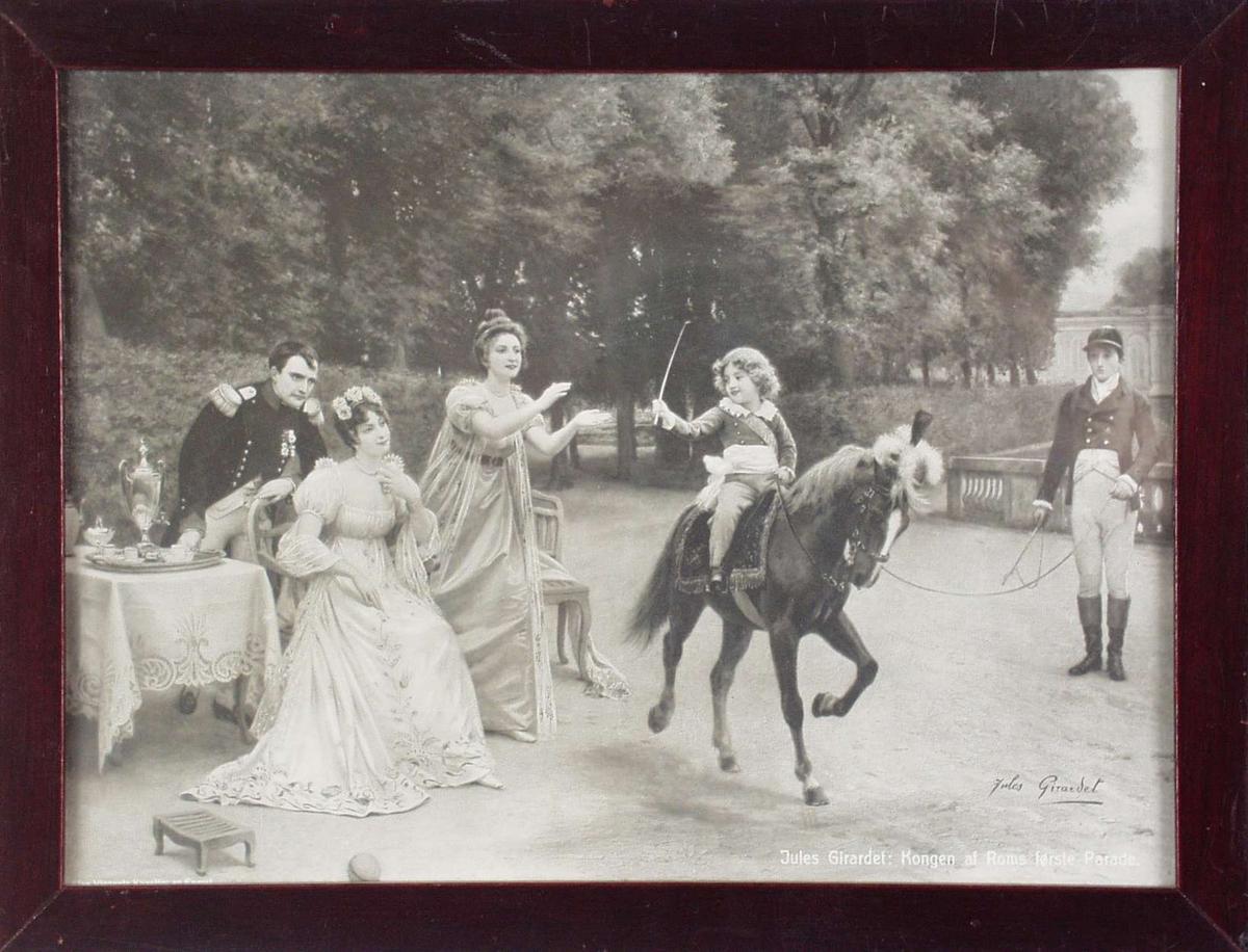 Napoleon, to damer, en gutt ridende på hest og hestepasser.