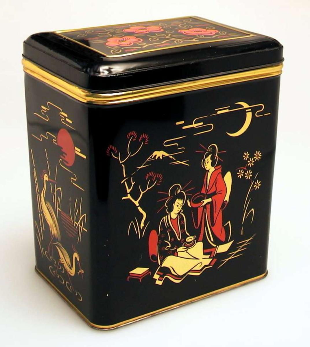 Svart firkantet boks i blikk med motiv inspirert av Japan.