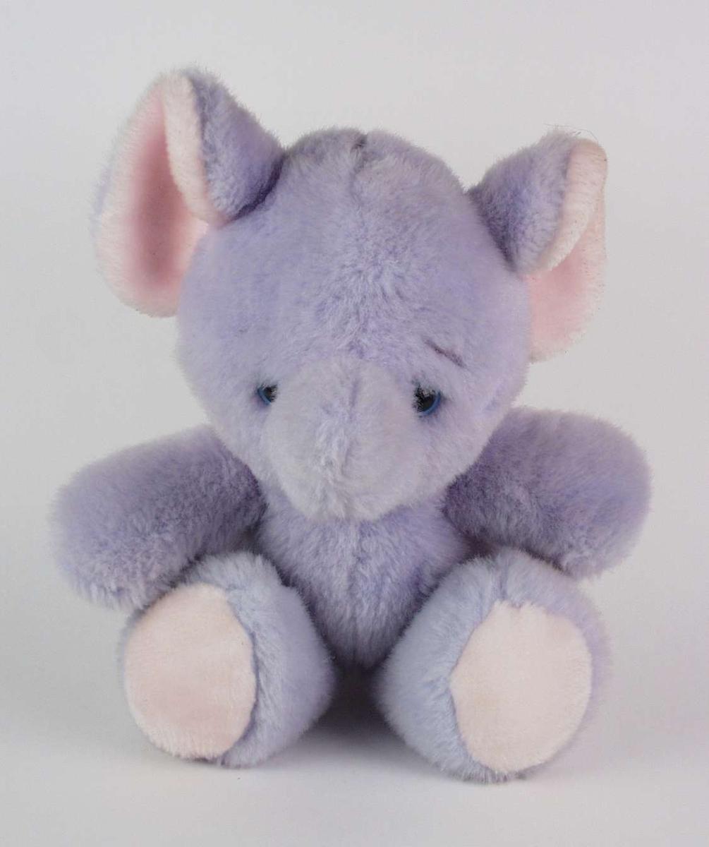 Lys lilla elefant med myk pels.