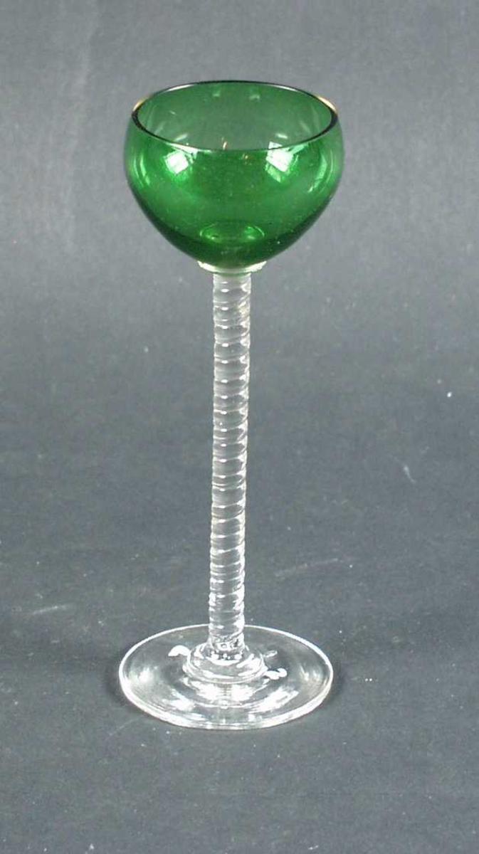 Likørglasset har høy stett med spiral og grønn klokke.