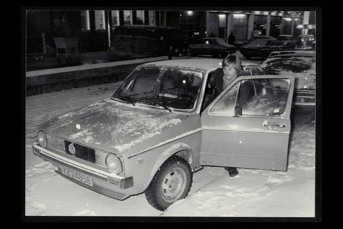 eksteriør, postkontor, 9400 Harstad, postmann, bil, VW Golf