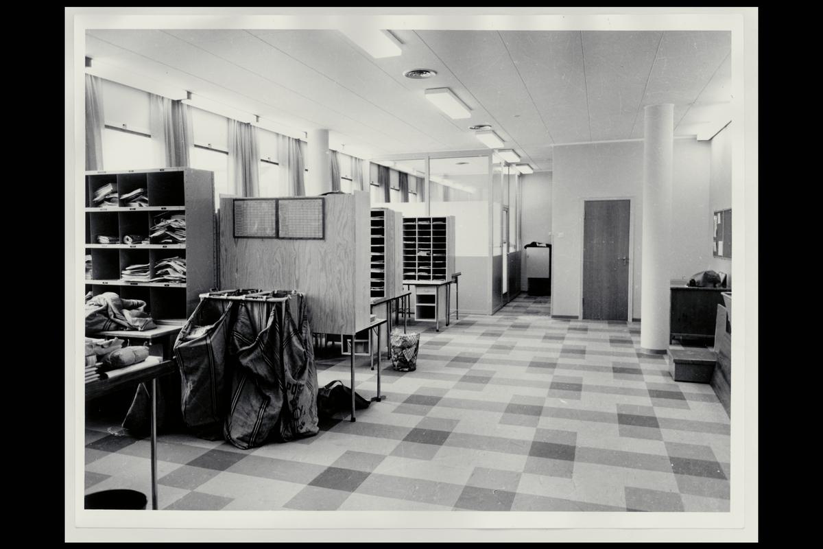 interiør, postkontor, 7650 Verdal, bud- og pakningsavdeling, sortering, postsekker