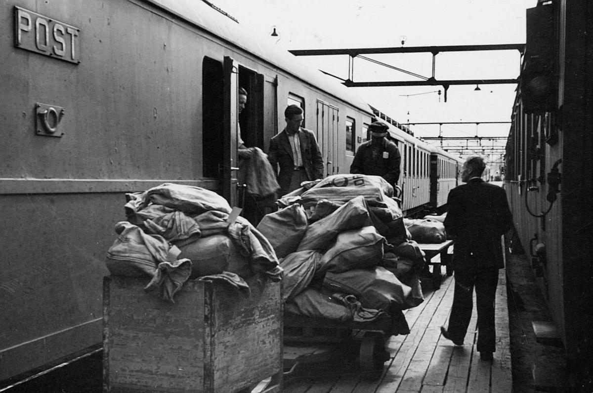 transport, tog, lasting, lossing, postsekker, postskilt, postemblem, menn