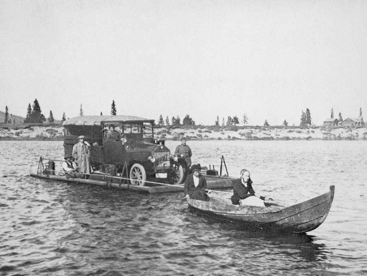 transport, bil, bilen blir fraktet over vannet, menn, kvinner