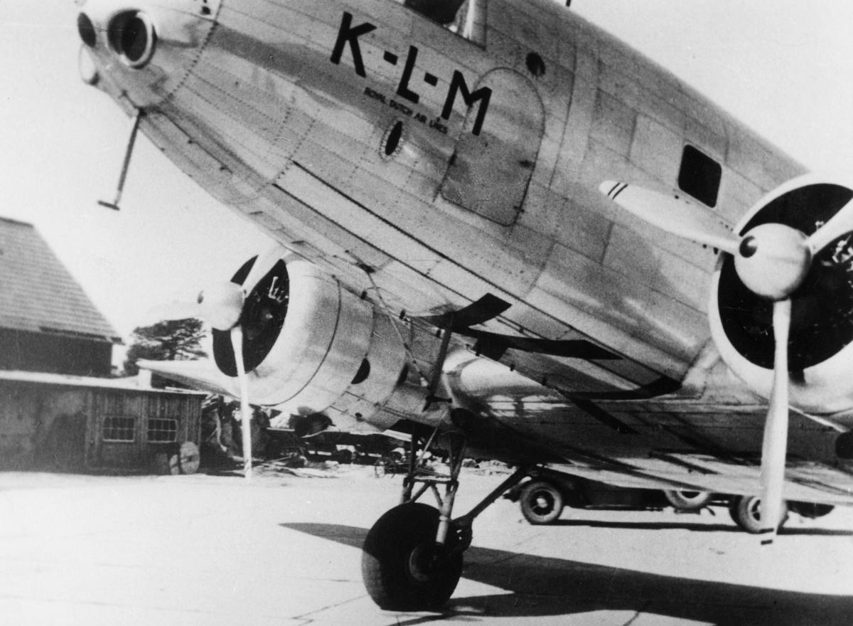 transport, fly, Douglas DC-2, eksteriør, Kjevik, Hollandsk fly, på bakken