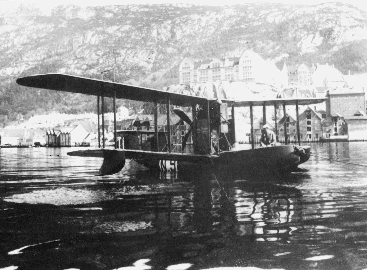 transport, fly, eksteriør, Bergen, N.9, Bergen-Stavanger, på vann