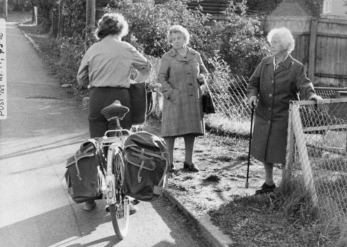 omdeling, postbud, sykkel, kvinner