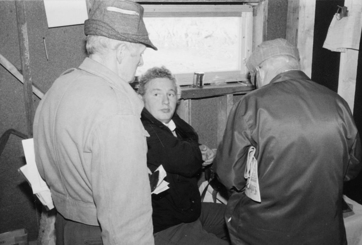 omdeling, utdeling av post, to menn, en kvinne, 7. postdistrikt