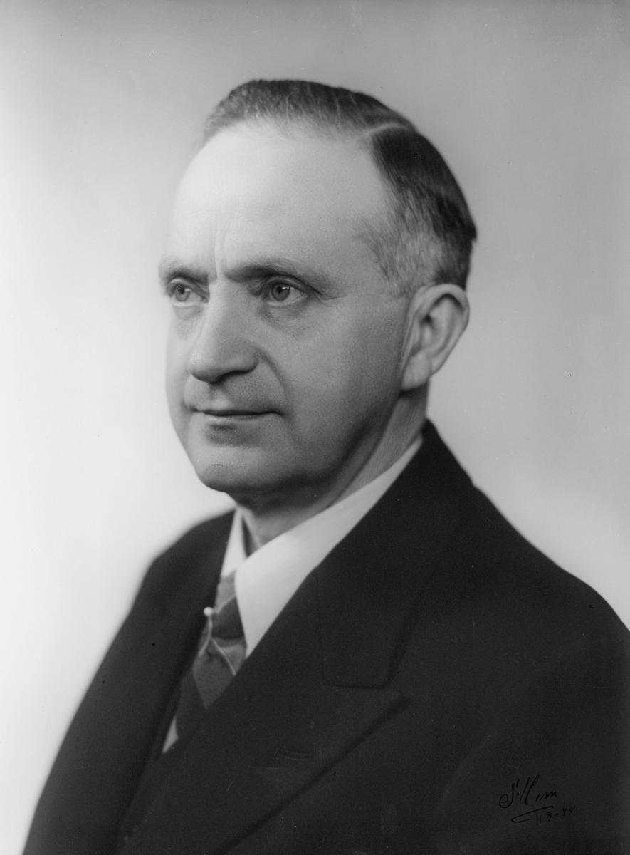 portrett, postmester, Hans Nergård
