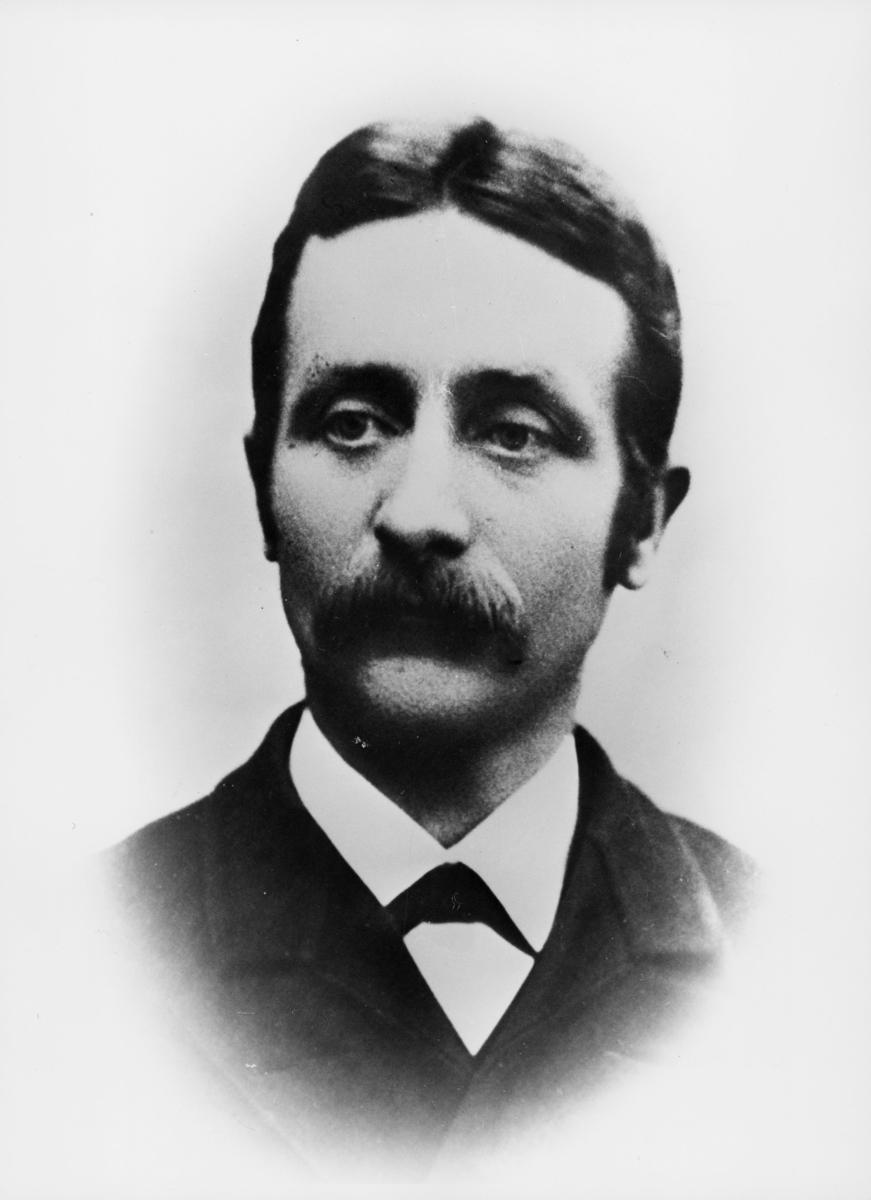 stasjonsmester, poståpner, Sanner W. R., portrett