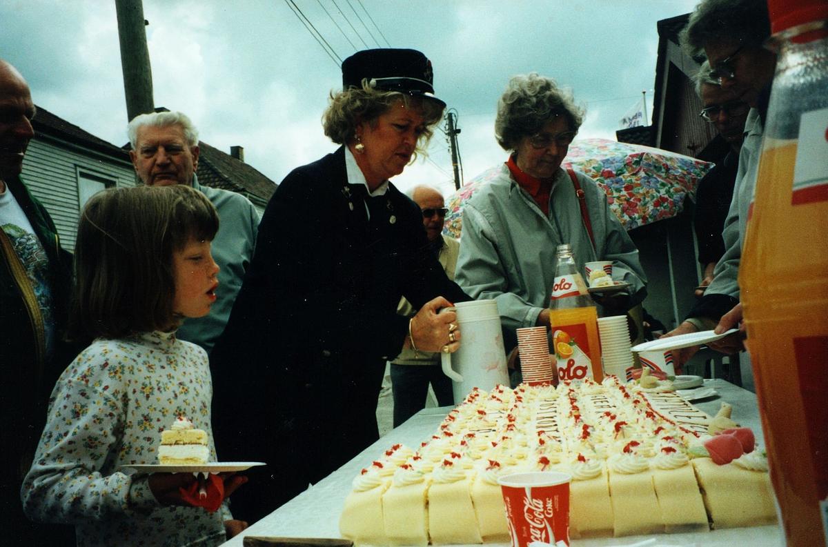markedsføring, Greåker, 120 års feiring, postkvinne i uniform, kunder